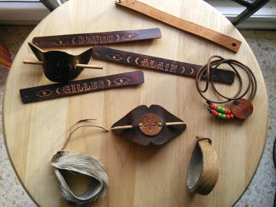 Bracelet, collier et barrette en cuir personnalisable
